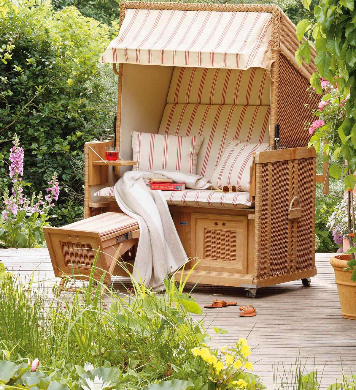 einen strandkorb f r den garten kaufen wohnideen magazin. Black Bedroom Furniture Sets. Home Design Ideas